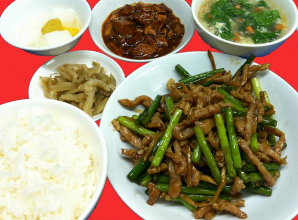 ランチ新メニュー登場:豚肉細切とニンニクの芽の炒めセットサムネイル